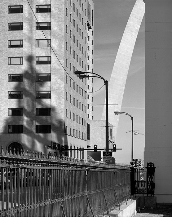 /product//shadow-of-the-old-courthouse-and-the-arch-2018/