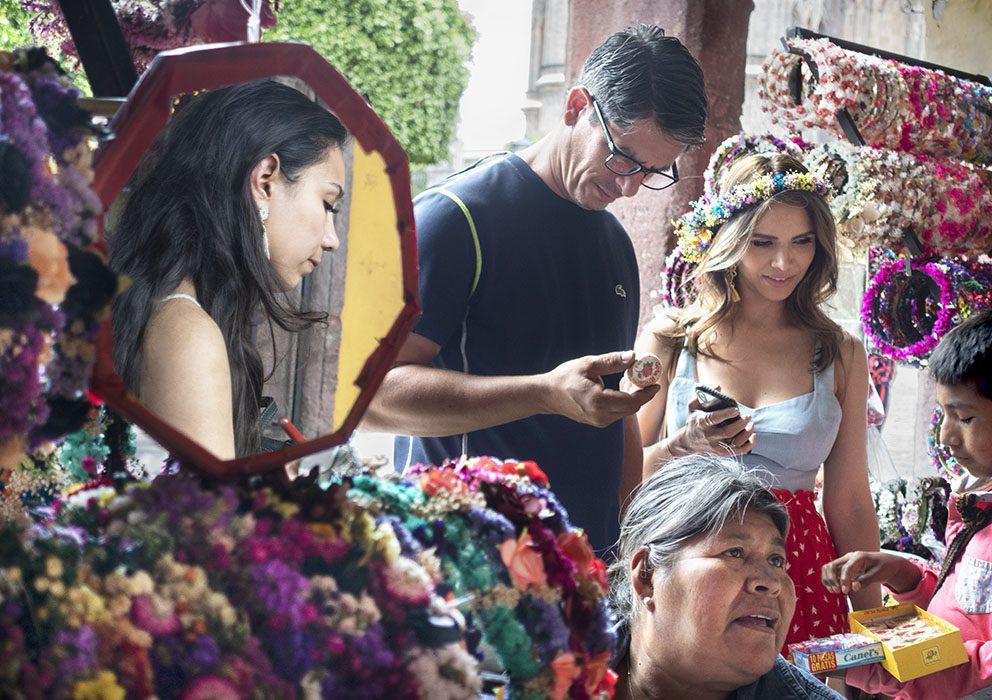 /product//flower-vendor-jardin-principal-san-miguel-de-allende-mexico-2019/