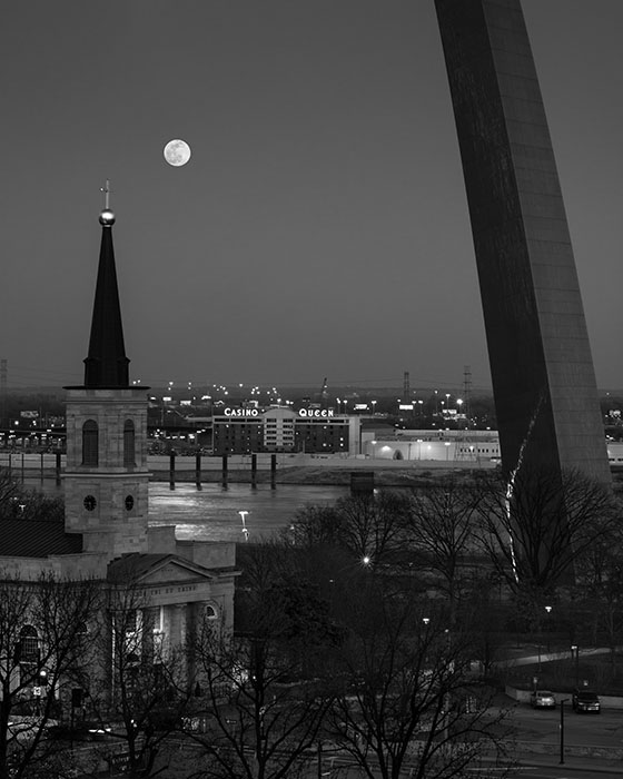 /product//moonrise-the-old-cathedral-and-the-arch-2020/