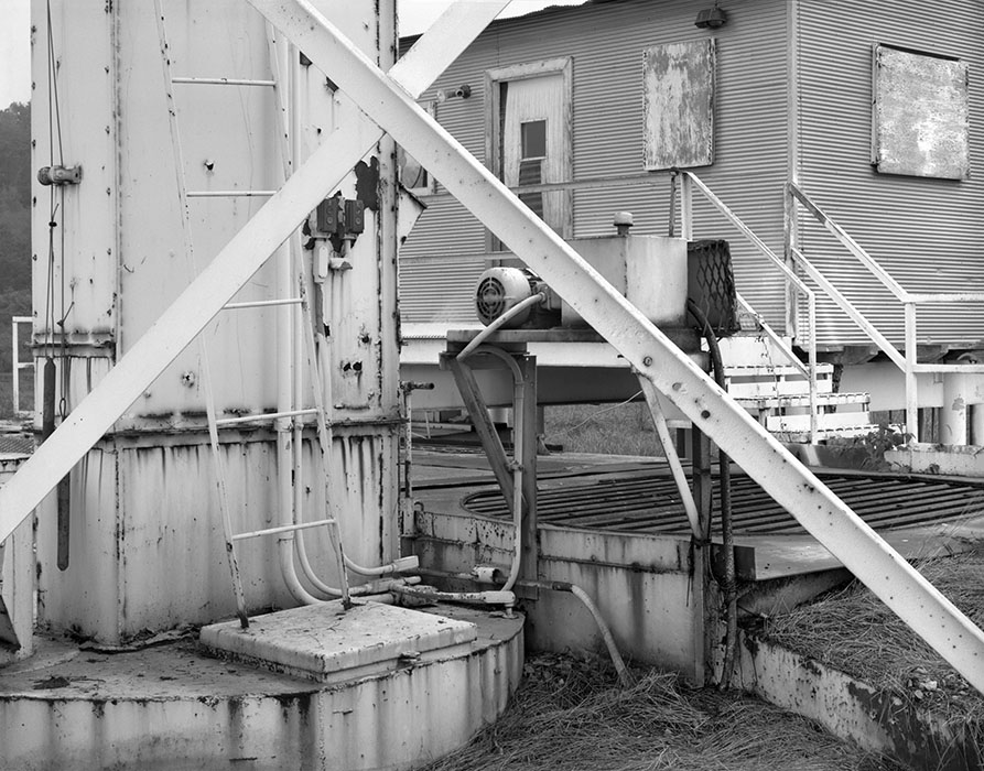 /product//crude-oil-tank-maintenance-shack-grimsby-illinois-1982/