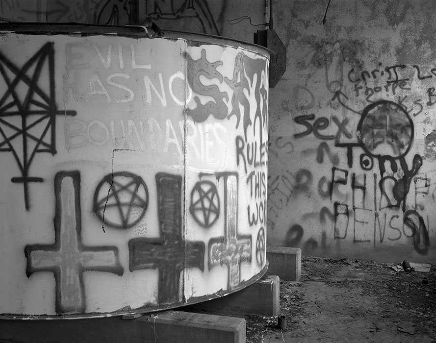 /product//graffiti-abandoned-nuclear-processing-facility-near-defiance-missouri-1989/