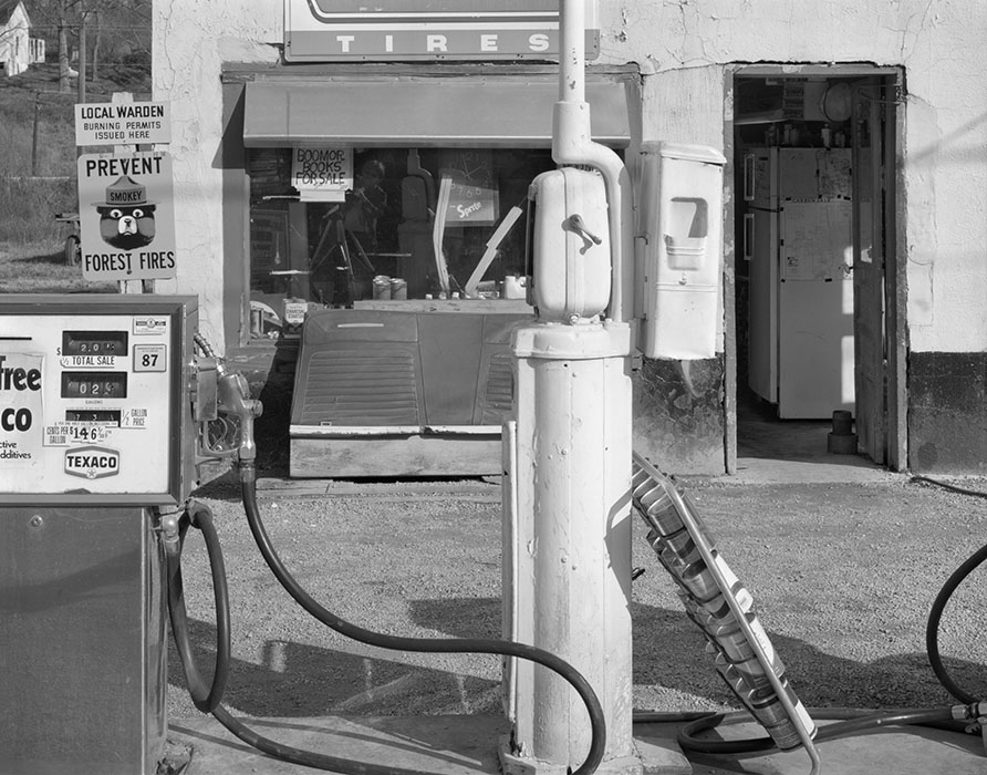 /product//leons-gas-station-makanda-illinois-1982/